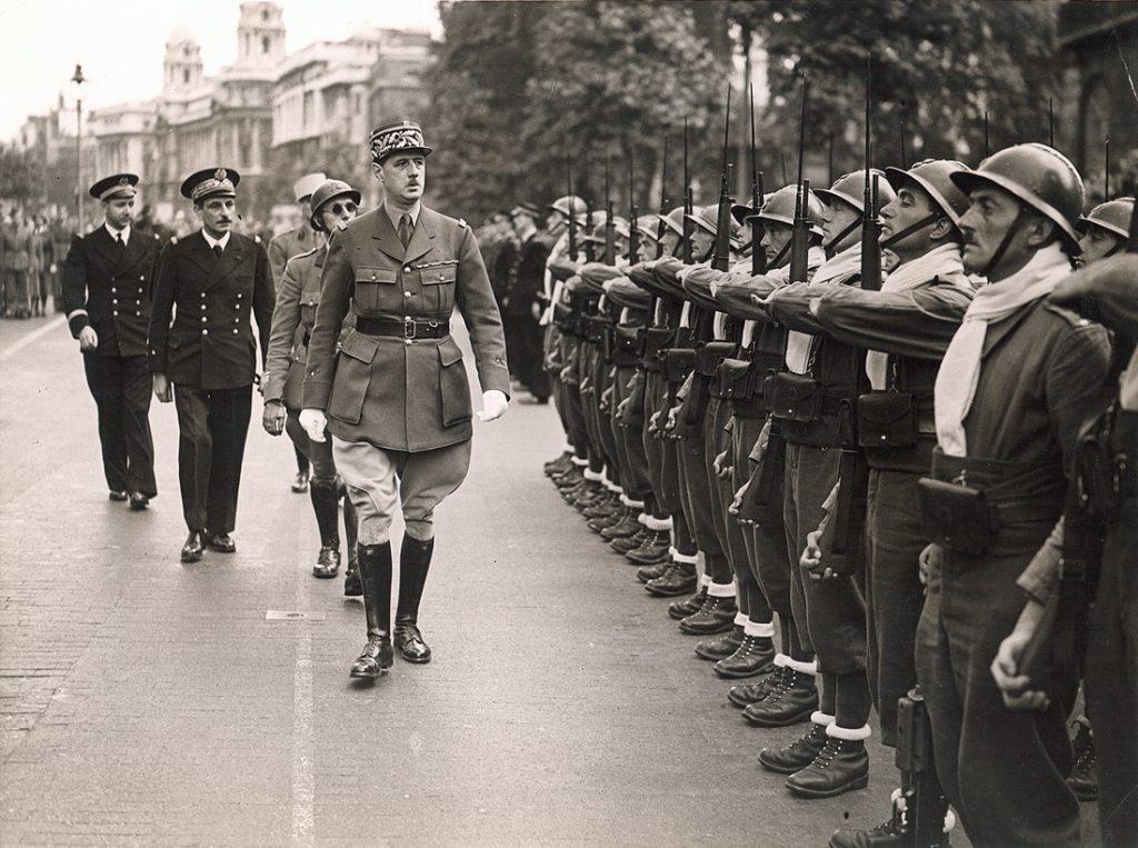 Le général de Gaulle passe en revue à Londres les premiers éléments de la France Libre, 14 juillet 1940