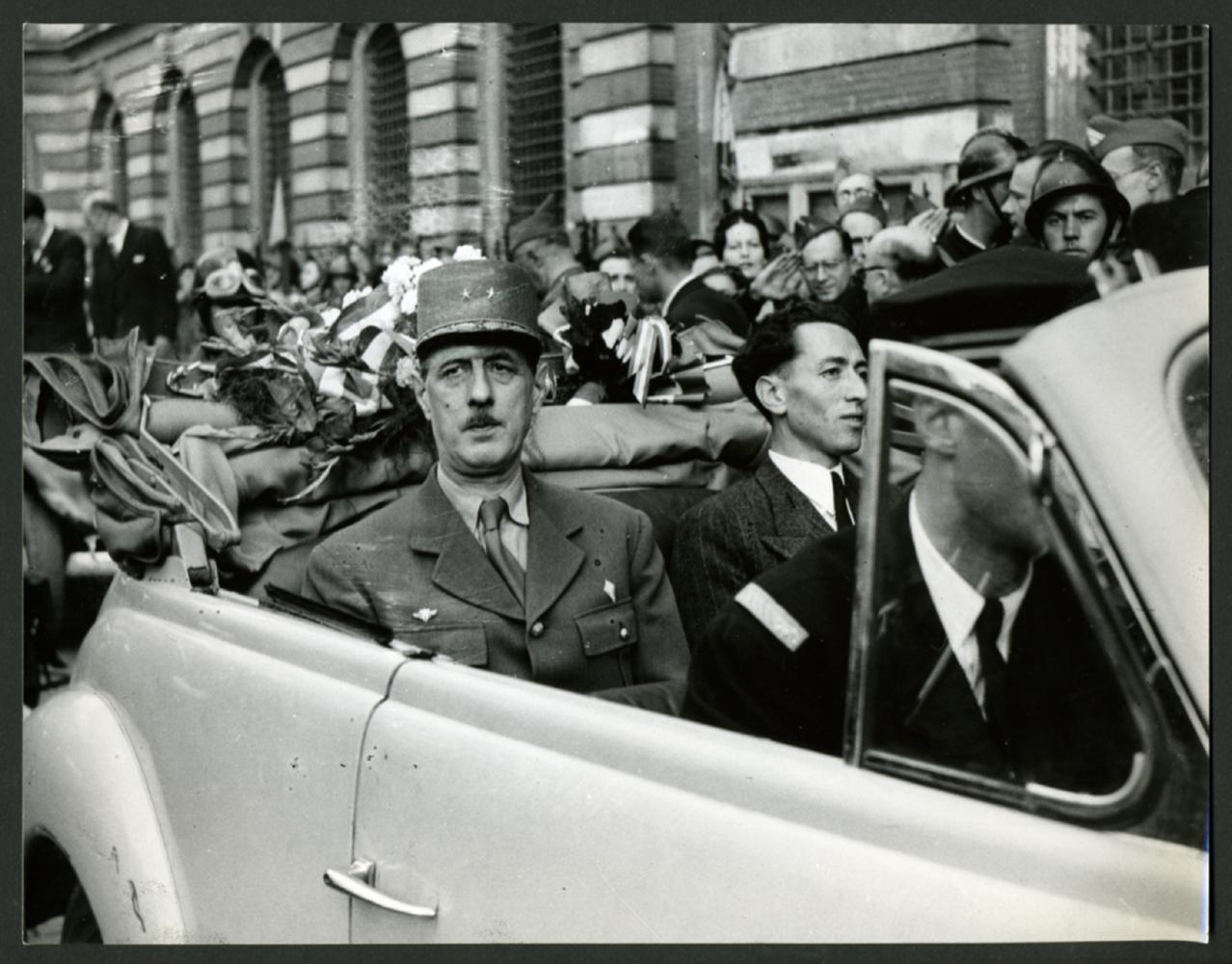 14 09 09 10 1944 de gaulle se rend dans les principales - Piscine charles de gaulle ...