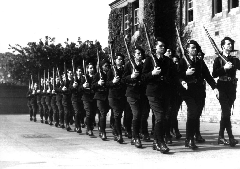 Un détachement de l'Ecole des Cadets de la France libre à l'exercice en Grande-Bretagne