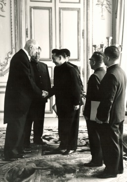 L'ambassadeur de RPC remet ses lettres de créance à de Gaulle, 6 juin 1964
