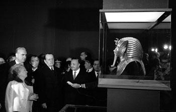 André Malraux inaugure l'exposition « Toutankhamon » au Petit Palais, 16 février 1967