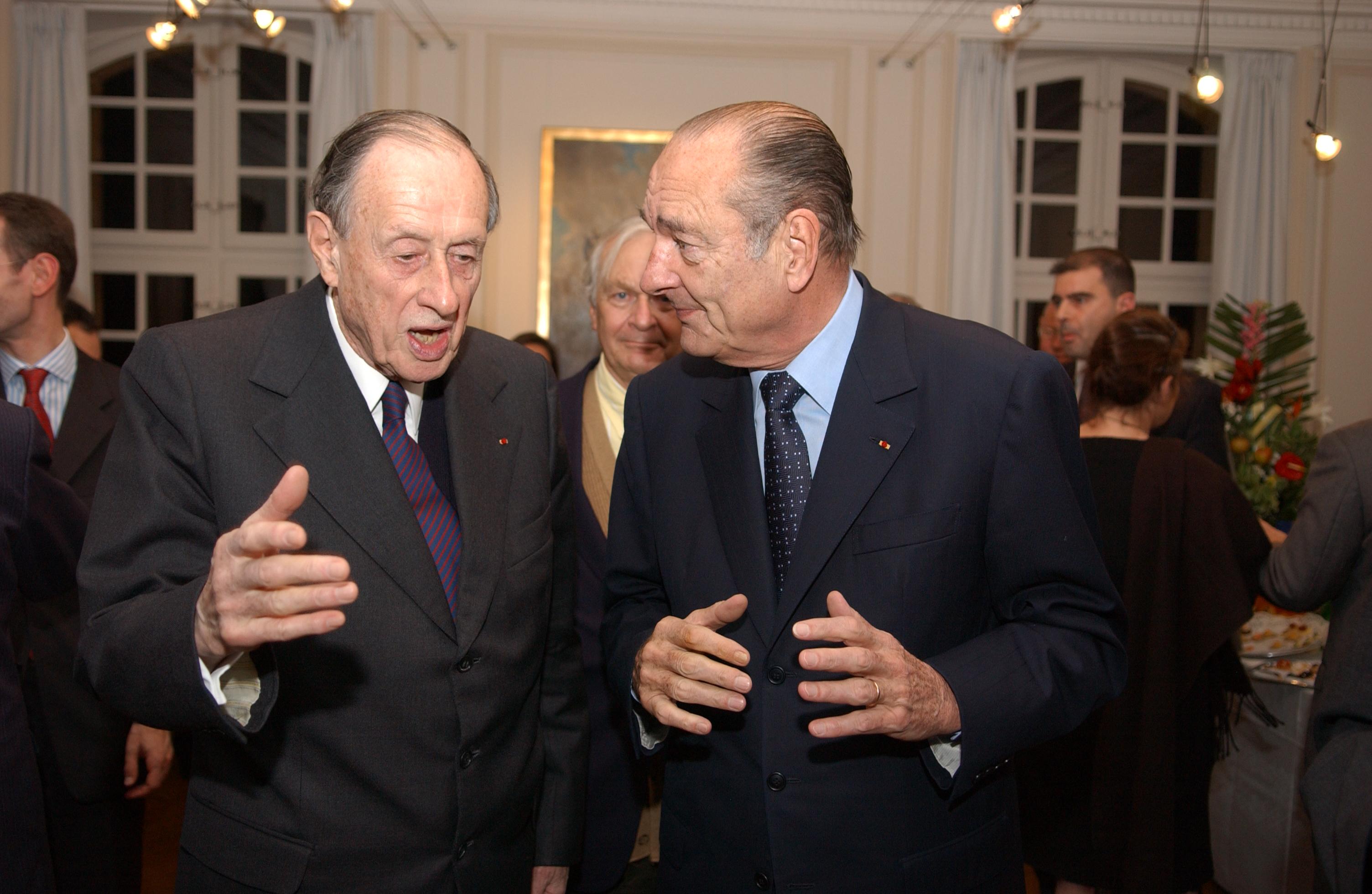 À l'occasion de la présentation du projet de l'Historial aux Invalides, l'Amiral Philippe de Gaulle avec le Président Jacques Chirac, le 9 novembre 2005