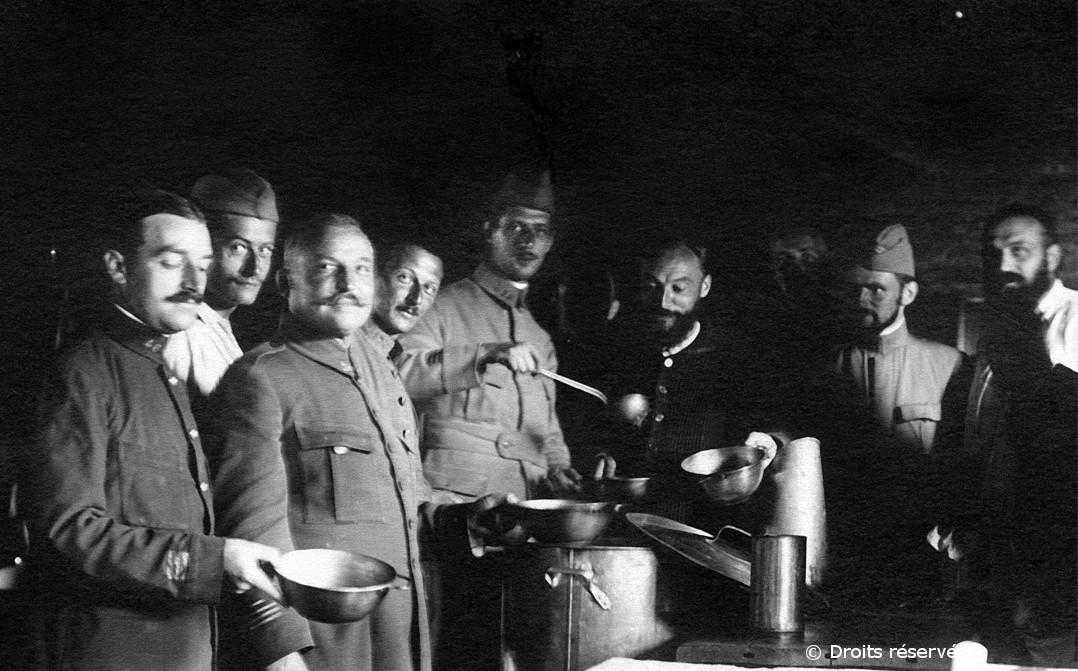 1916-1918 : Emprisonné en Allemagne, de Gaulle tente cinq fois de s'évader