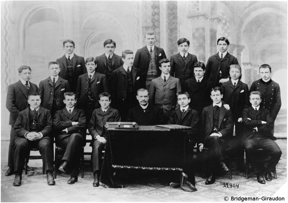 1896 : Début des études primaires