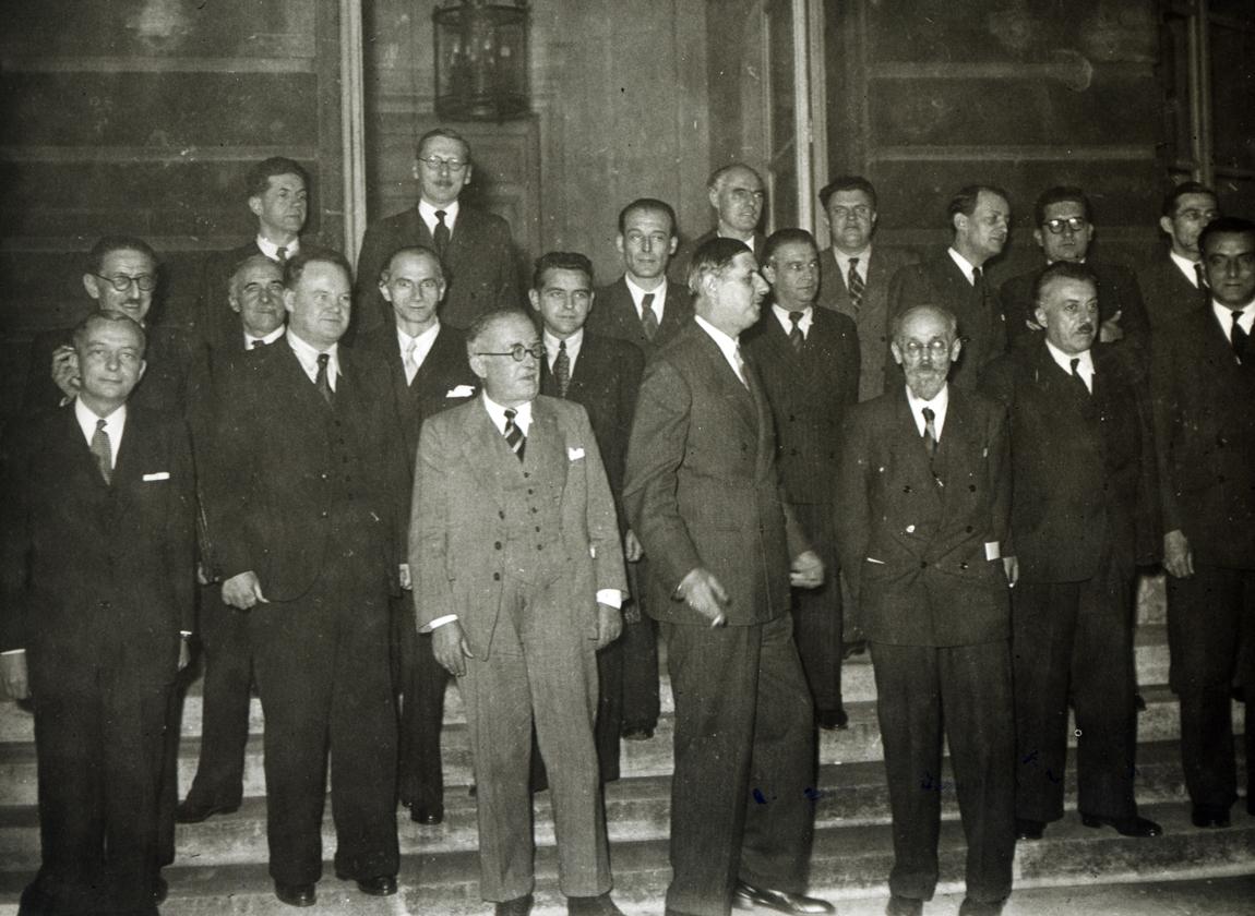 Le Gouvernement provisoire autour de son chef, le général de Gaulle, 21 novembre 1945