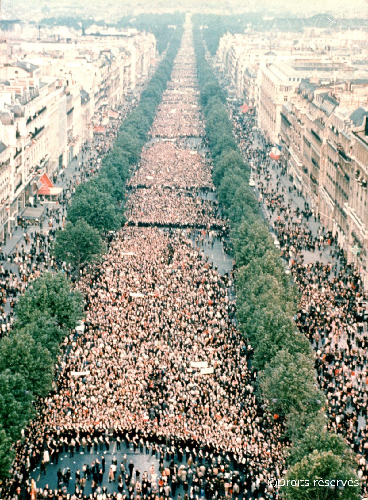 30/05/1968 : Dissolution de l'Assemblée nationale et manifestation en faveur du Général sur les Champs-Elysées