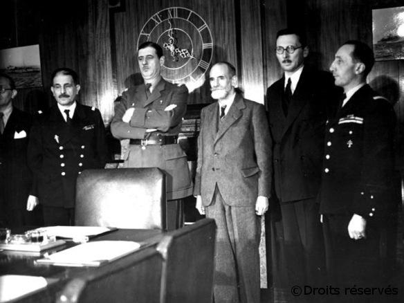 25/10/1941 : Appel aux Français à observer le 31 octobre un « garde-à-vous »