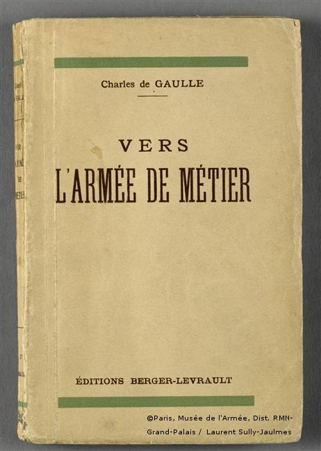 1934 : Publication de l'ouvrage «Vers l'Armée de métier»