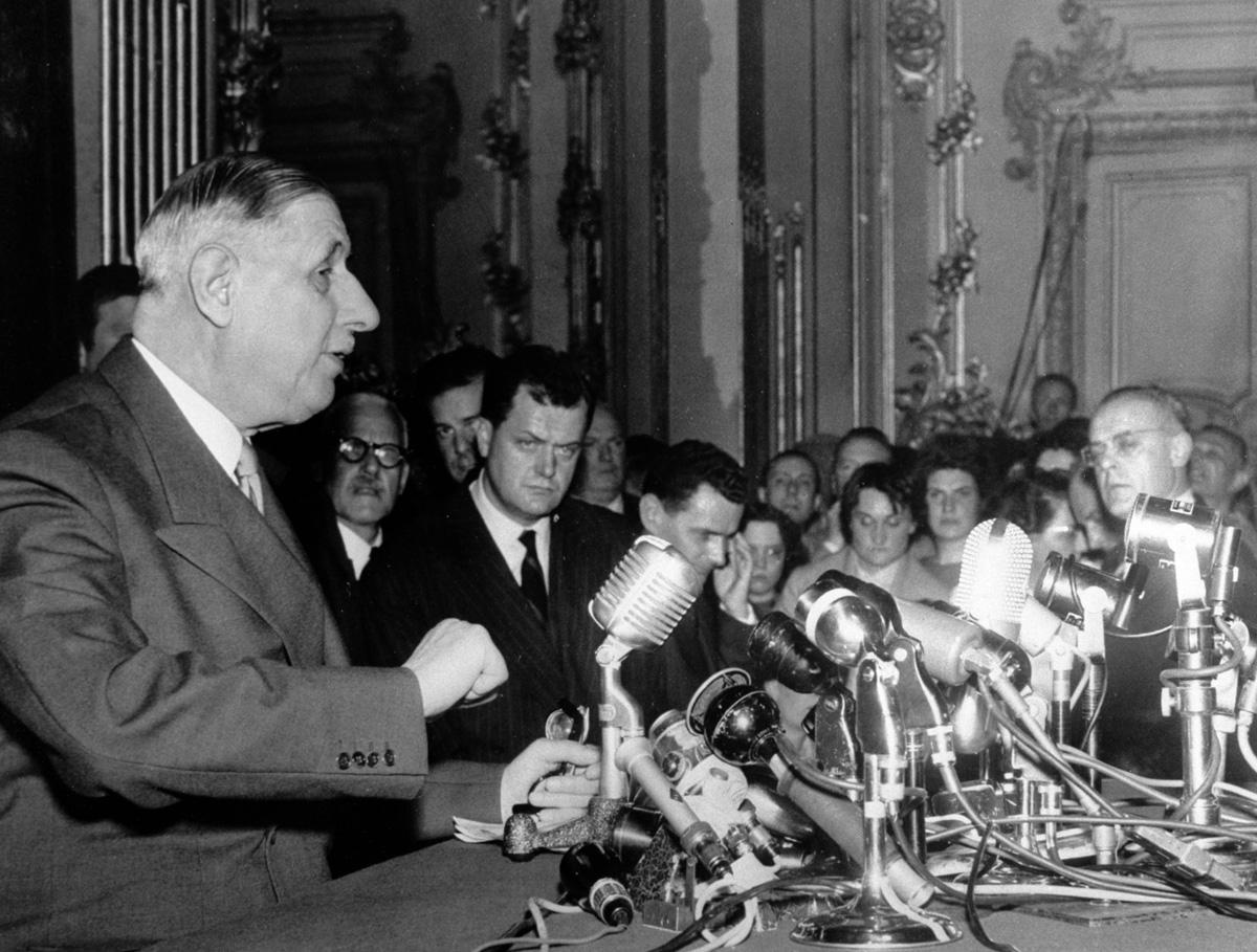 le général de Gaulle lors de sa conférence de presse au palais d'Orsay, 19 mai 1958