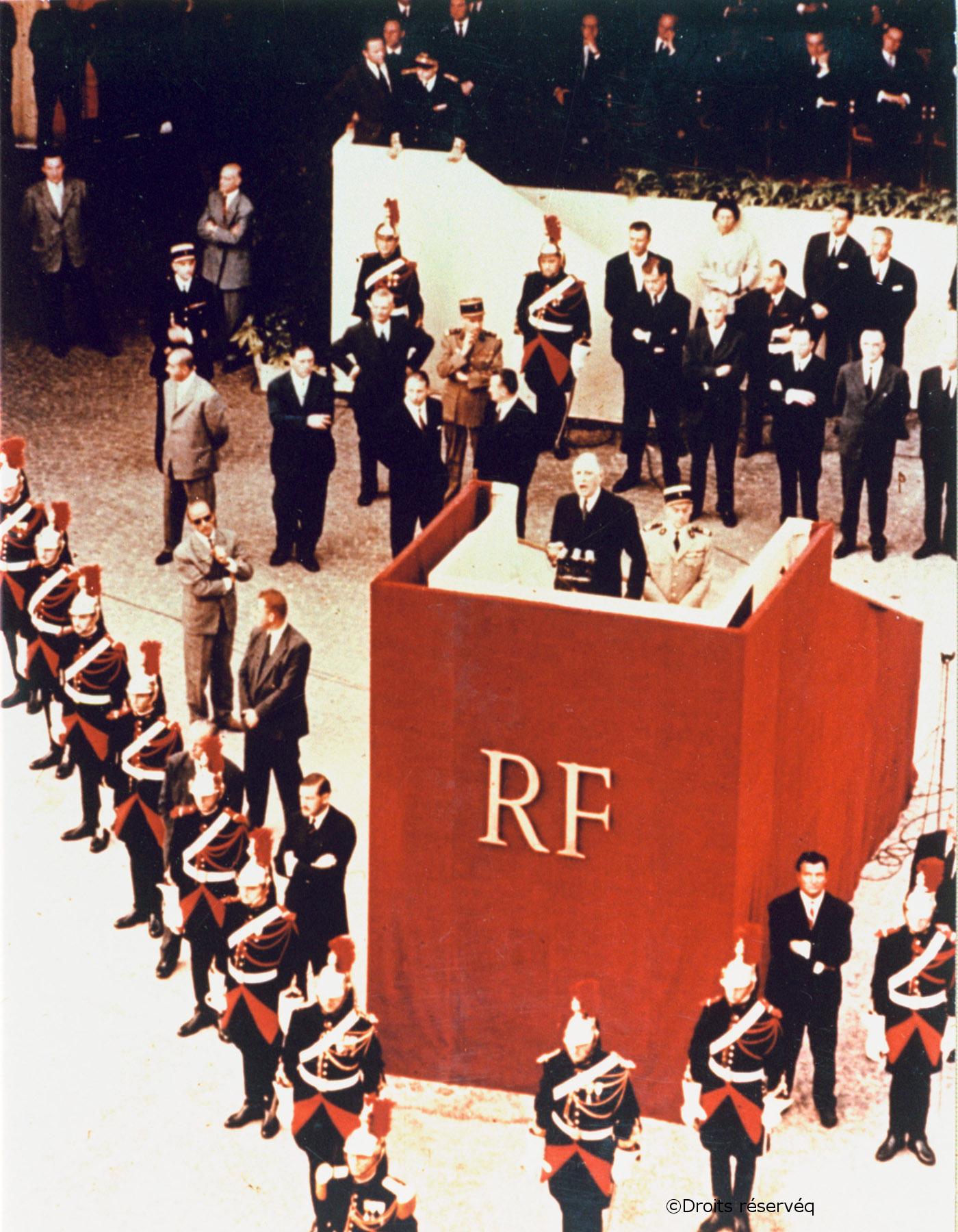 04/09/1958 : Présentation de la nouvelle Constitution place de la République