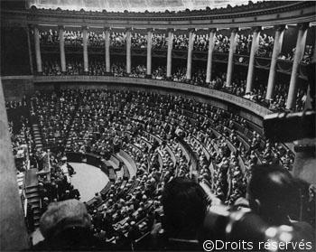 02/06/1958 : Vote des pleins pouvoirs au général de Gaulle