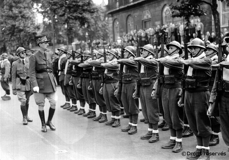 14/07/1940 : Passage en revue des premiers contingents des FFL