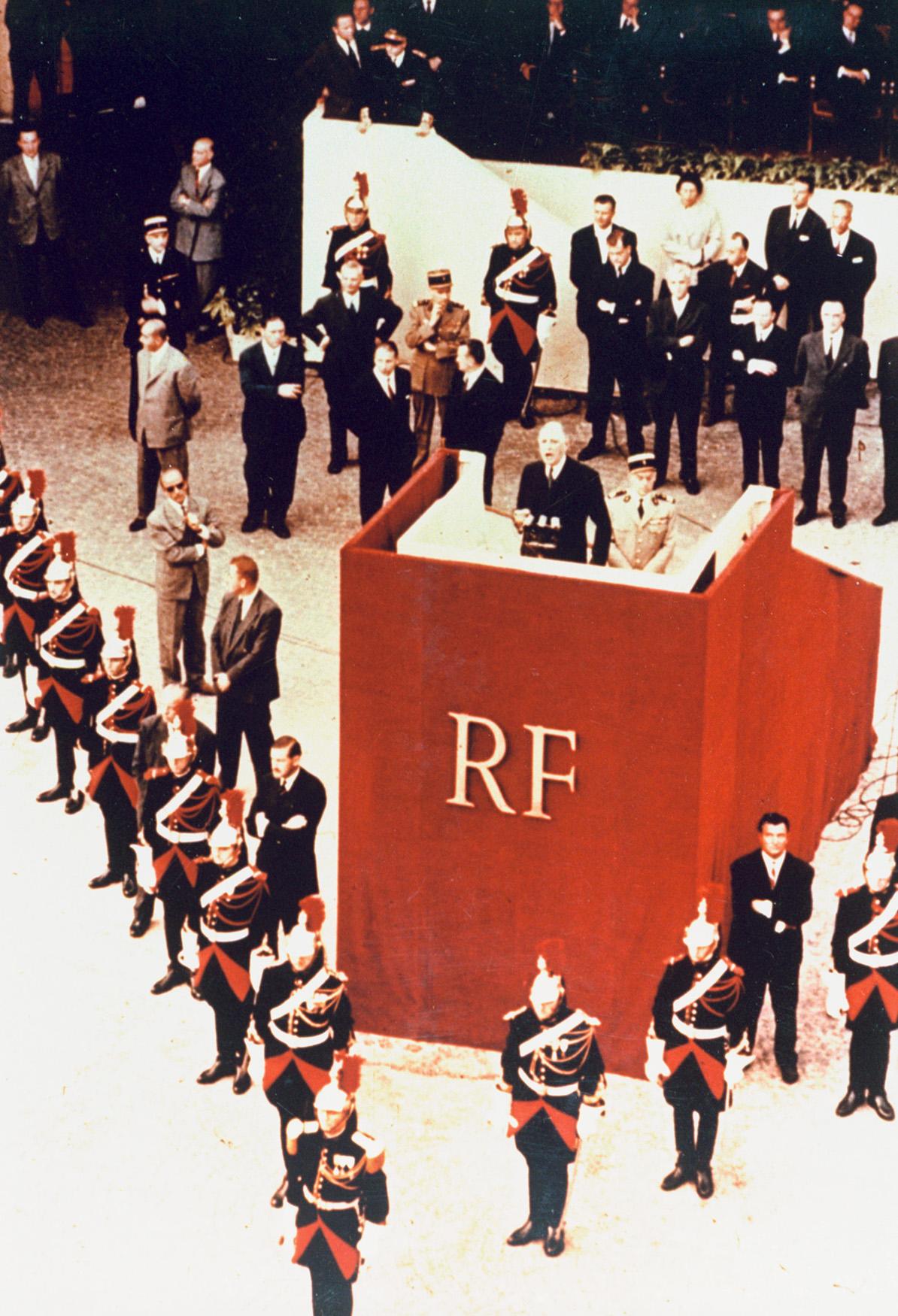 Le projet de nouvelle Constitution présenté aux Français par le général de Gaulle