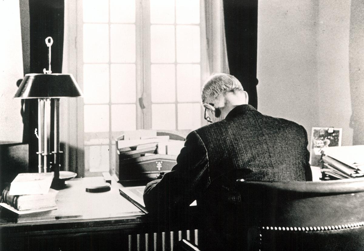 De Gaulle dans son bureau de La Boisserie, 1954