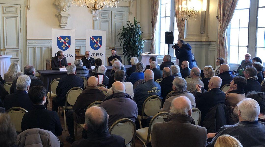 Conférence de presse à Evreux – Statue du général de Gaulle