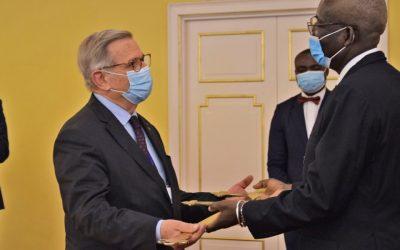 Manifeste de Brazzaville: la Fondation Charles de Gaulle reçoit la Croix de la Lorraine